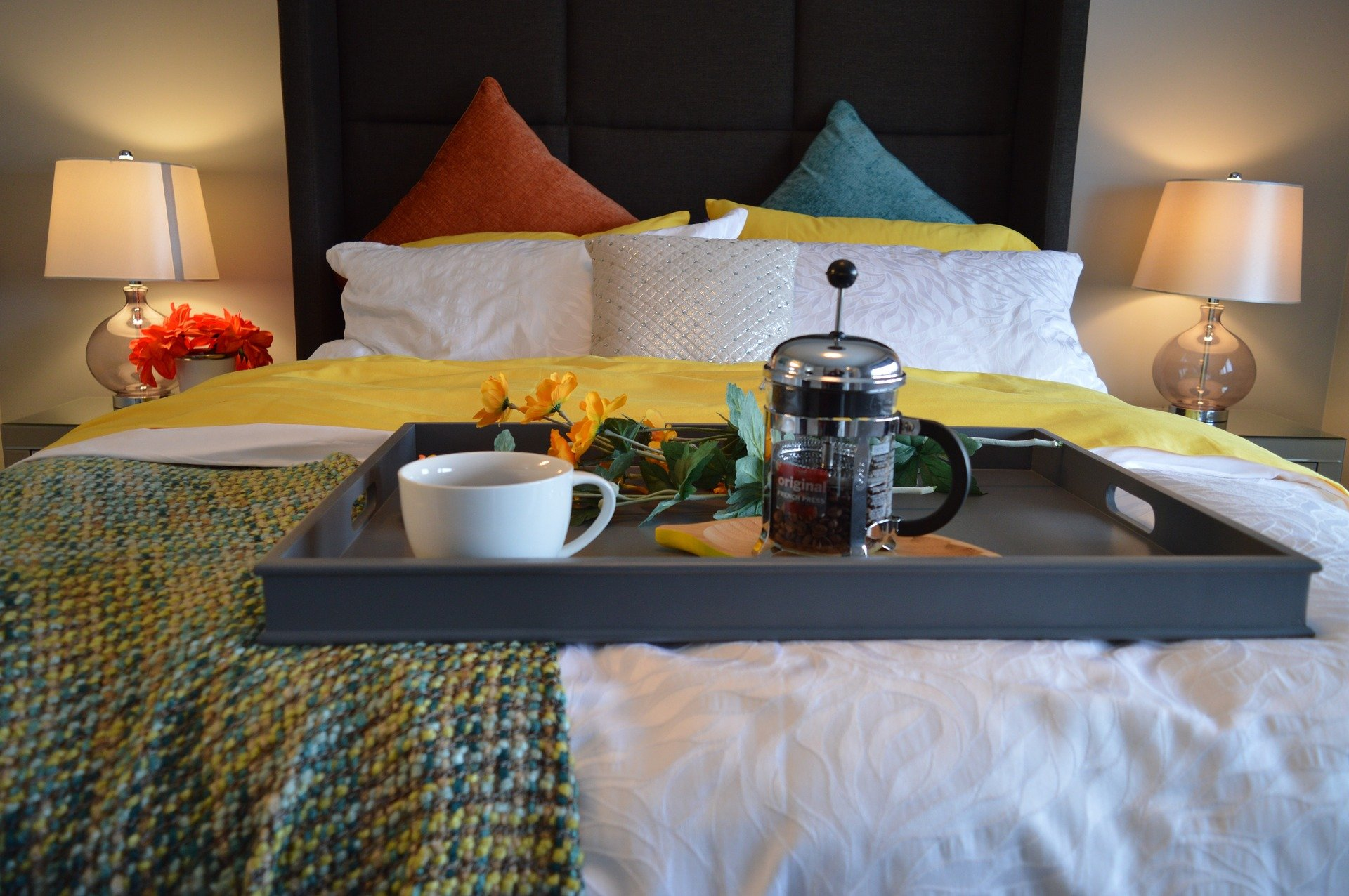 breakfast-in-bed-1158270_1920